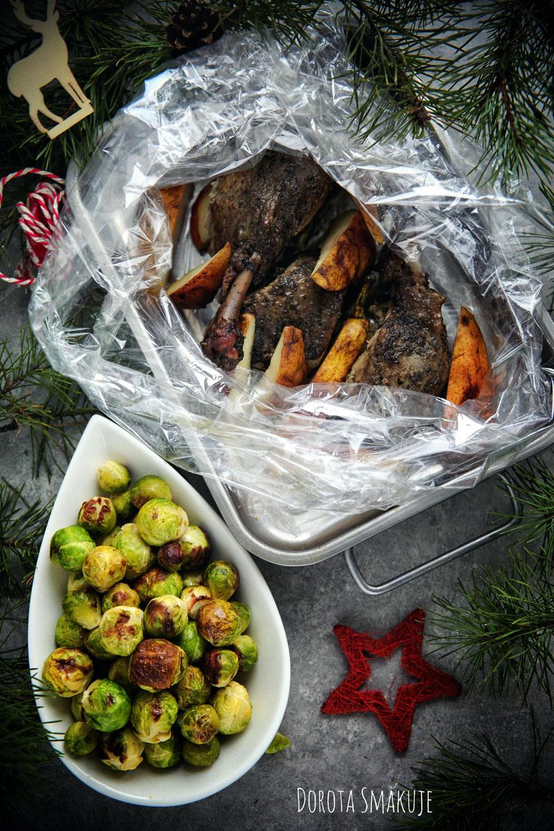 Kaczka pieczona z gruszką i brukselką - świąteczny obiad