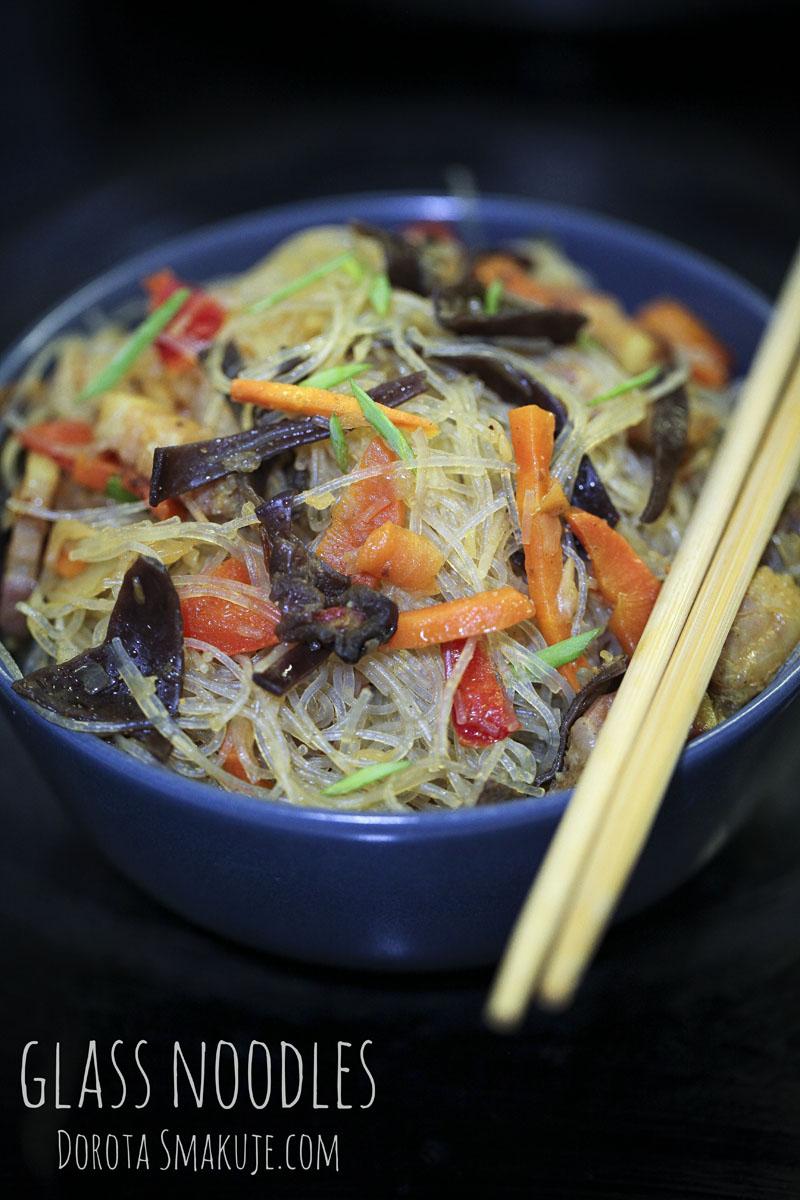 Glass noodles z warzywami i grzybami mun