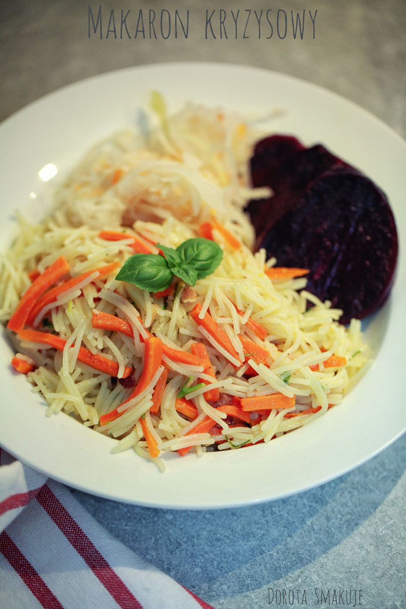 Makaron z oliwą, czosnkiem i marchewką - kryzysowe danie