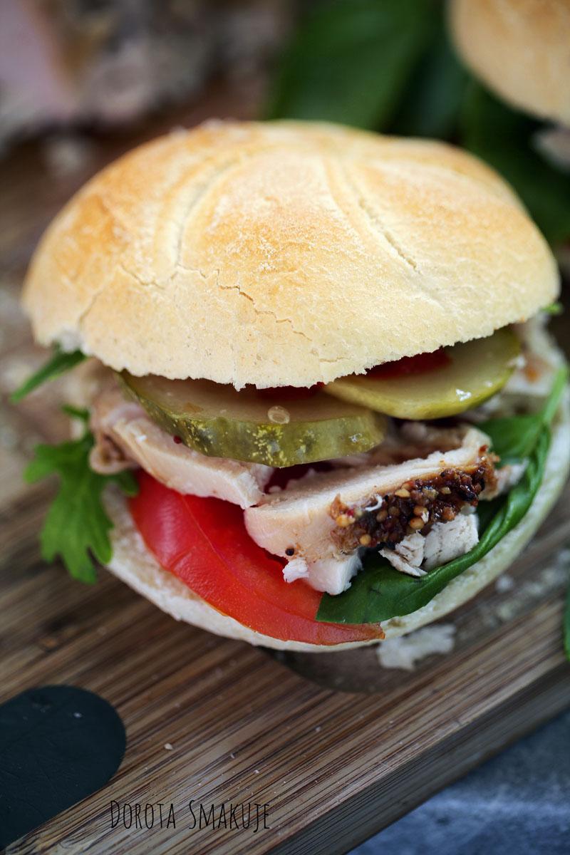 Domowy burger z kurczakiem pieczonym - przepis