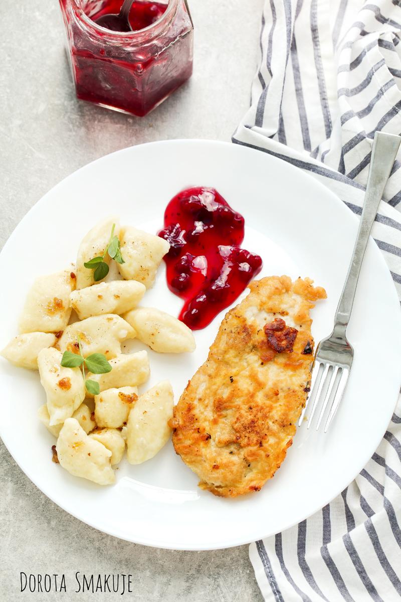 Kurczak z żurawiną i kopytkami - pomysł na obiad