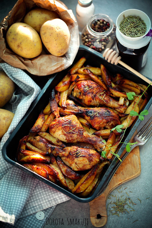 kurczak z miodem i rozmarynem pieczony z ziemniakami