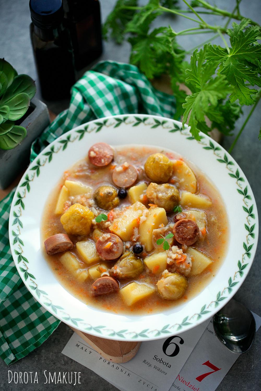 Zupa brukselkowa z parówkami