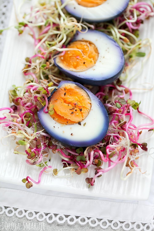 Fioletowe jajka marynowane w czerwonej kapuście