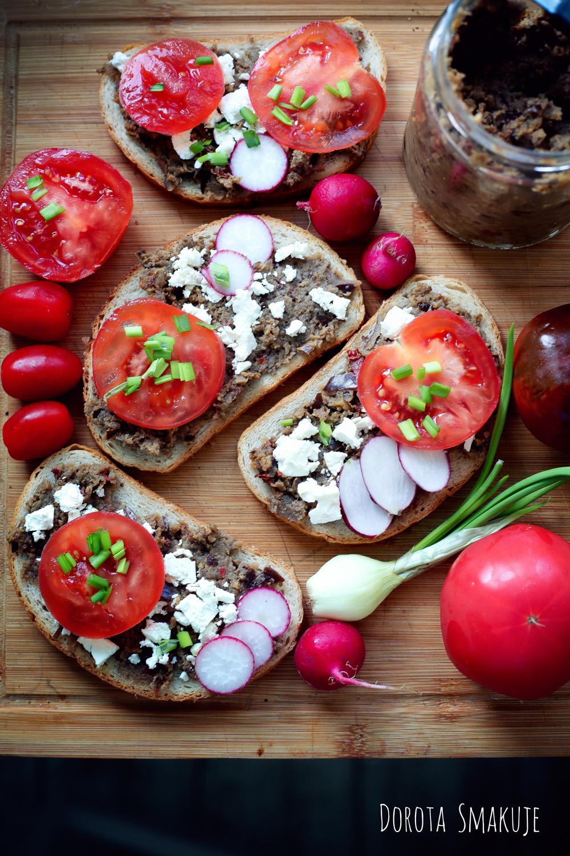 Kanapki z pastą z bakłażana i serem feta